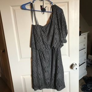 Grey on arm dress, perfect for night on the town